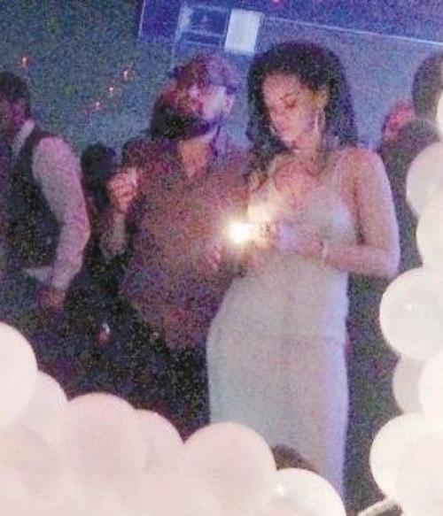 Hình ảnh cặp đôi ở hộp đêm.