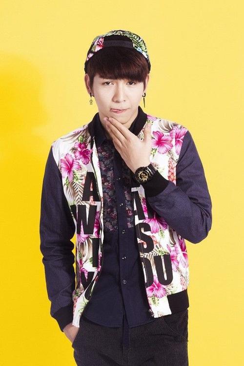 Không cần đi thi nhưng Huy Khánh được chú ý bởi ngoại hình bắt mắt, gương mặt baby, giọng hát tốt.