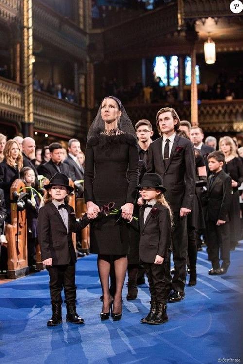 Celine cùng 3 con trai tại buổi lễ tiễn đưa Rene.