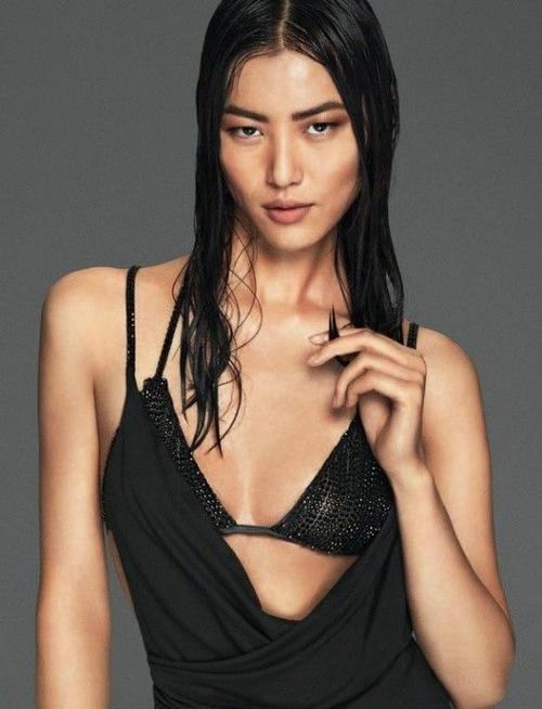 """Người mẫu hàng đầu Lưu Văn có gương mặt góc cạnh, cá tính, chiều cao lý tưởng nhưng vòng một """"vừa phải""""."""