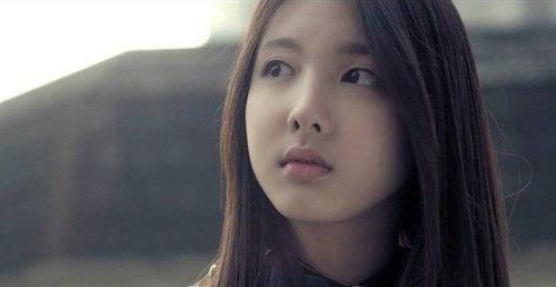 Chiếc mũi của Nayeon đang rơi vào một cuộc tranh cãi
