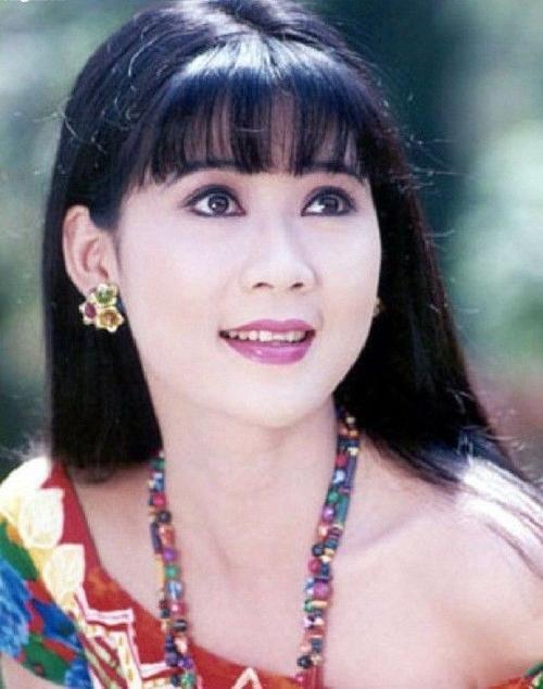 Trong thời kỳ đỉnh cao của nghiệp diễn, diễn viên Diễm Hương được công chúng nhớ đến nhờ sở hữu nhan sắc vượt trội, thanh tú, đậm chất Á đông.