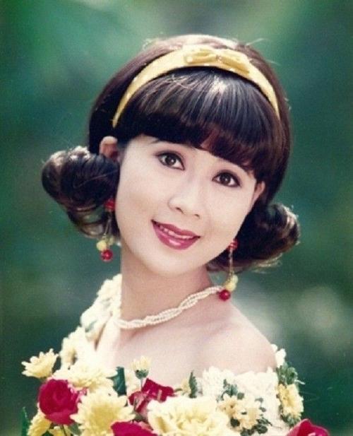 Sở hữu nhan sắc xinh đẹp hiếm có với đôi mắt bồ câu, khuôn mặt như trăng rằm,mũi dọc dừa, cằm V-line, Diễm Hương chính là biểu tượng nhan sắc khiến nhiều người say mê.