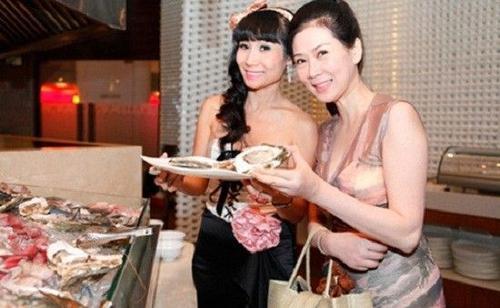 Năm 2007, Diễm Hương đã bất ngờ trở về Việt Nam và xuất hiện trong chương trình khách mời của một hãng mỹ phẩm. Chị đến dự cùng cô bạn thân một thuở - Mộng Vân. Diễm Hương vẫn đẹp và dịu dàng.