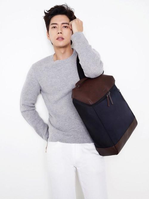 Mỹ nam xứ Hàn trong quảng cáo của một thương hiệu thời trang.