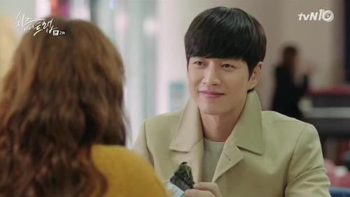 Món gimbap của Park Hae Jin trong cửa hàng tiện lợi trở nên gây sốt.