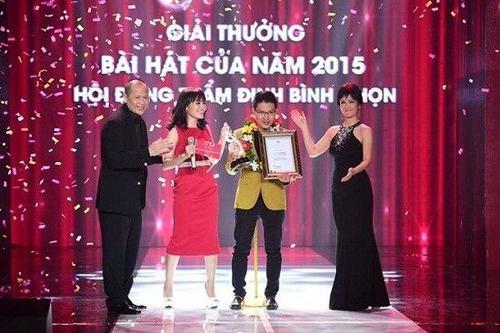 Giải thưởng Bài hát của năm dành cho Về với đông của tác giả Vũ Minh Tâm. Nhật Thủy nhận giải ca sĩ thể hiện hiệu quả nhất. Đây cũng là giải thưởng cuối cùng của chương trình Bài hát Việt sau 11 năm hình thành và phát triển.