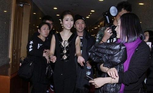 Lâm Tâm Như với trang phục táo bạo.
