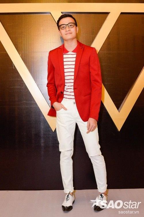 Lương Mạnh Hải nổi bật với vest đỏ sành điệu