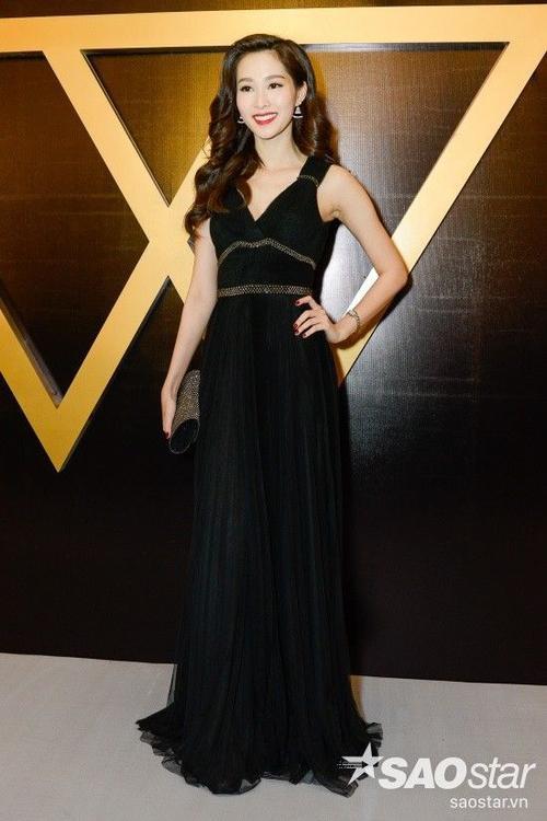 Hoa hậu Đặng Thu Thảo thanh lịch với váy đen