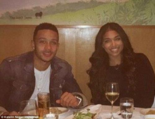 Cặp đôi thường xuyên hẹn hò ăn tối với nhau.