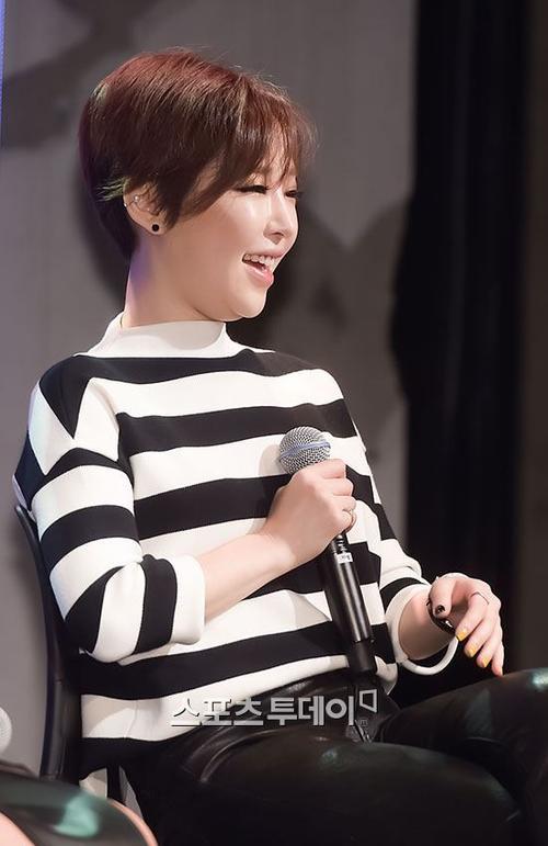 Một biểu tượng sexy khác là Gain cũng được chú ý vì ngoại hình tăng cân sau một thời gian không chạy show, đặc biệt khi cô cắt tóc tém để lộ cằm ngấn mỡ.