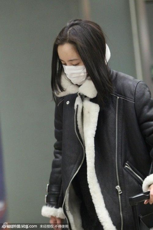 Dương Mịch có mặt tại sân bay Bắc Kinh.