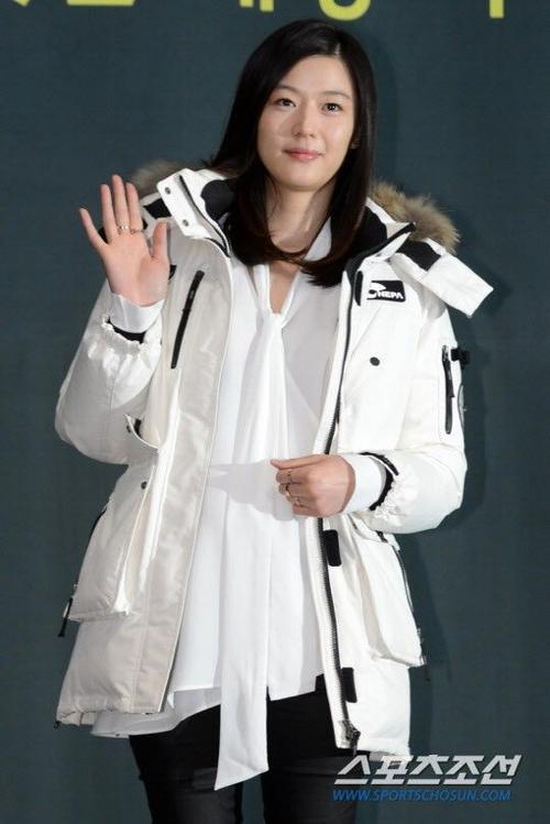 Jun Ji Hyun khi mang bầu.