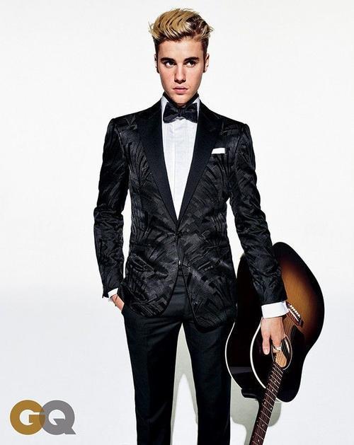 """Cũng tại đây, nam ca sĩ nói về bạn gái tin đồn bấy lâu nay - người mẫu Hailey Baldwin. Justin chia sẻ: """"Cô ấy là người mà tôi thực sự yêu mến. Chúng tôi dành rất nhiều thời gian bên nhau""""."""