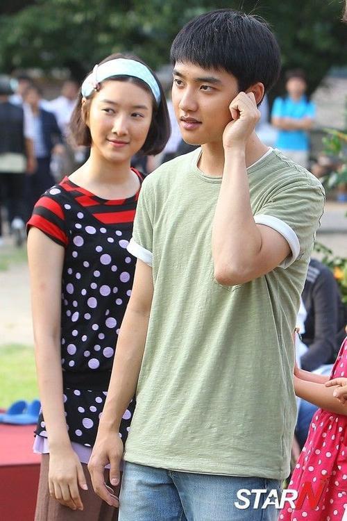 Ju Da Yeong và D.O trên trường quay phim Pure Love.
