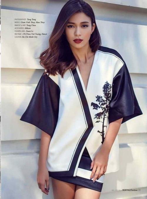 Siêu mẫu Mâu Thủy trong chiếc áo kimono cực kỳ sang trọng với môi màu đậm.