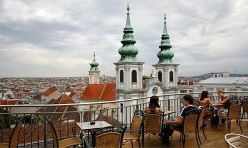Một quán café trên sân thượng tại thủ đô Vienna của Áo - Ảnh: Guardian