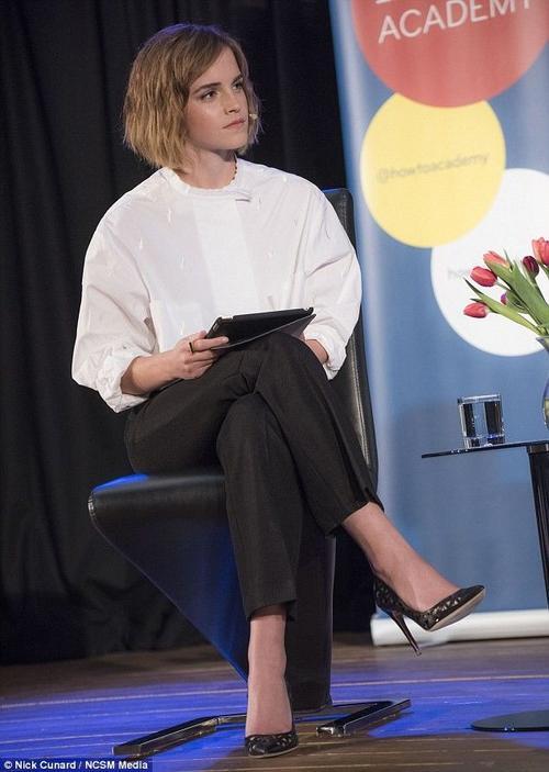 Emma Watson trong buổi thảo luận ở London, Anh mới đây.