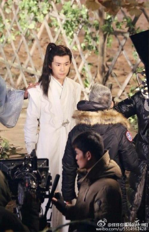 """Những hình ảnh đầu tiên của Dịch Dương Thiên Tỉ trên phim trường """"Tư Mỹ Nhân"""""""