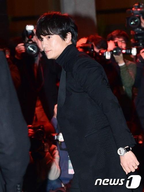 Nam diễn viên Ji Sung cũng có mặt tại đám cưới để chúc phúc cho đàn em tốt
