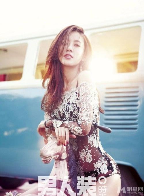 Trương Tử Huyên ngày càng đẹp và gợi cảm theo thời gian. Gương mặt V-line thanh tú là cội nguồn nghi vấn cô thẩm mỹ.