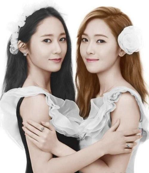 Hình ảnh long lanh bên chị gái Jessica.
