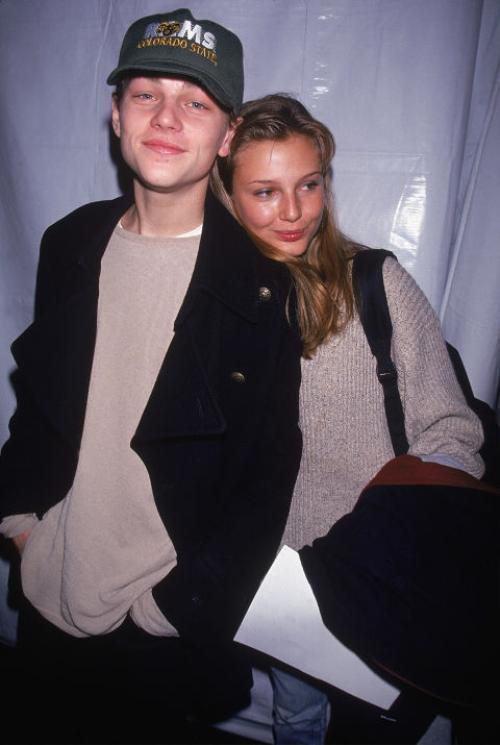 """Theo tờ The London Sun tiết lộ hồi năm 1998, Bridget Hall là bóng hồng chân dài đầu tiên của tài tử Titanic. Tuy nhiên, nam diễn viên đã """"đá"""" Bridget ngay sau """"buổi tối tình yêu"""" khiến cô vô cùng thất vọng. Trả lời câu hỏi của tờ New York, Bridget Hall phủ nhận tình cảm với Leo."""