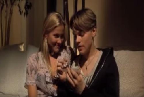 Khi hợp tác trong bộ phim The Basketball Diaries, có tin đồn kiều nữ 18 tuổi Brittany Daniel đã quyến rũ Leo. Họ hẹn hò sau màn ảnh vào năm 1994.