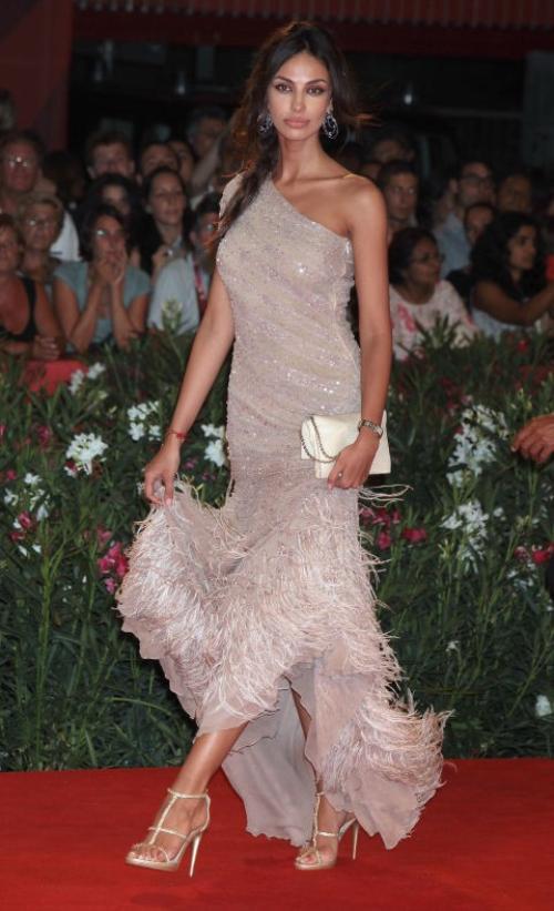 Sau Blake, Leo được đưa tin cặp với người mẫu Madalina Ghenea trong thời gian đóng bộ phim The Great Gatsby ở Australia.
