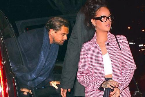 Từ nửa cuối 2015 đến đầu 2016, tài tử vừa đoạt Oscar liên tục bị đưa tin cặp kè với nữ ca sĩ Rihanna. Trong khoảng thời gian này, Rihanna cũng bị đồn hẹn hò với một rapper kém tuổi và phủ nhận thông tin về Leo. Tháng 1 vừa qua, Leo và Rihanna bị bắt gặp có mặt tại một hộp đêm ở Paris và lộ ảnh khóa môi.