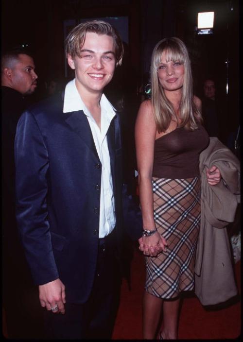 """Tại buổi công chiếu bộ phim Romeo + Juliet, Leo dẫn theo bạn gái là người mẫu Kristen Zang. Cặp đôi hẹn hò trong 2 năm từ 1996 đến 1998. Theo tờ New York Daily, Kristen là """"tình yêu của đời Leo"""" nhưng cô chia tay nam diễn viên vì anh thiếu chín chắn và thường mê mẩn những người mẫu trẻ."""