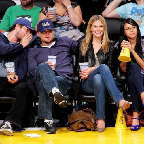 """Một mối tình với chân dài lâu bền hơn của """"thợ săn Hollywood"""" là với người mẫu Bar Refaeli. Họ qua lại từ năm 2005 đến 2011 và từng chia tay rồi tái hợp trong 6 tháng."""