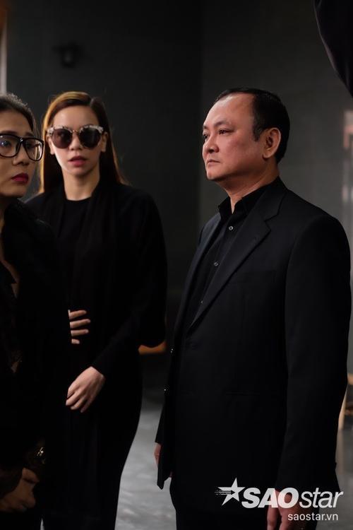 Bỏ lại những ồn ào trong thời gian vừa qua, Hồ Ngọc Hà lặng lẽ đến viếng nhạc sĩ Lương Minh - người mà cô từng có nhiều dịp cộng tác ở các chương trình ca nhạc lẫn show thực tế.