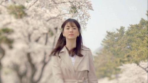 Tạo hình của cô trong bộ phim truyền hình That Winter, The Wind Blows.