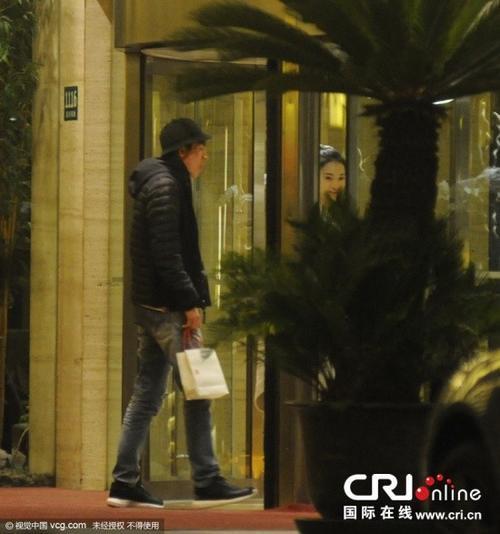 Lâm Canh Tân là người thường có phát ngôn chê bai vụn vặt. Anh gần đây lộ ảnh vào khách sạn với một phụ nữ lạ.