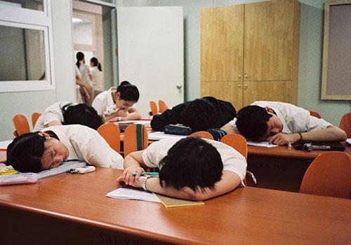 Học sinh Hàn Quốc phải chịu áp lưc học hành nặng nề. Ảnh: Thúy Quỳnh.