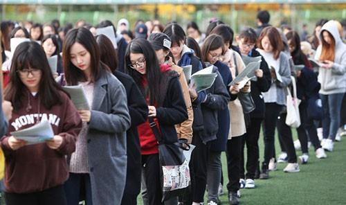Học sinh xứ sở kim chi học từ 16 - 18 tiếng một ngày vào đợt cao điểm, chuẩn bị cho kỳ thi. Ảnh: Thúy Quỳnh.