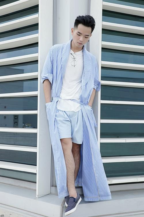 Sành điệu trong chiếc long coat cách điệu từ áo kimono nam.
