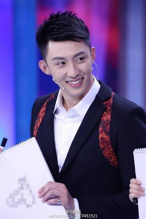 Hoàng Cảnh Du đốn tim fan bằng loạt ảnh đầy biểu cảm và đẹp hơn soái ca.