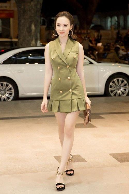 Tối 8/3, Angela Phương Trinh có mặt tại một khu mua sắm nằm ở trung tâm TP HCM. Diện bộ váy xanh rêu, nữ diễn viên thu hút ánh nhìn của hàng trăm người tại trung tâm thương mại. Thêm vào đó, mái tóc ngắn cùng tông trang điểm nhẹ nhàng giúp mỹ nhân 9x tỏa sáng tại sự kiện.
