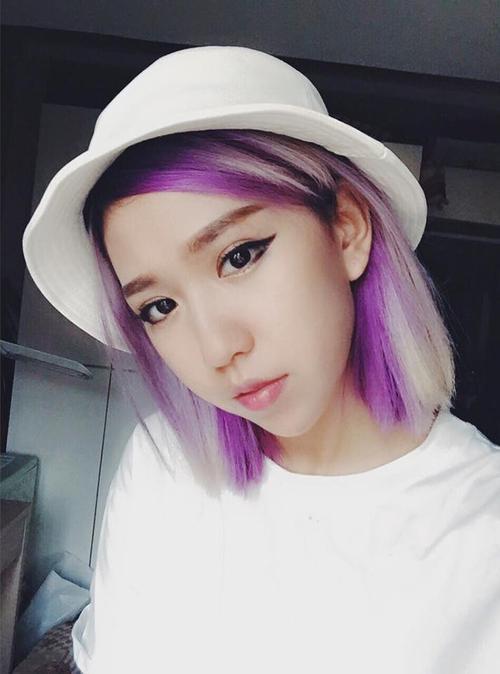 Đừng bao giờ quên trước khi lên hẳn một màu nào đó cho tóc, hãy thử xem gam màu mới có hợp với gương mặt bạn hay không bằng cách nhuộm light trước.