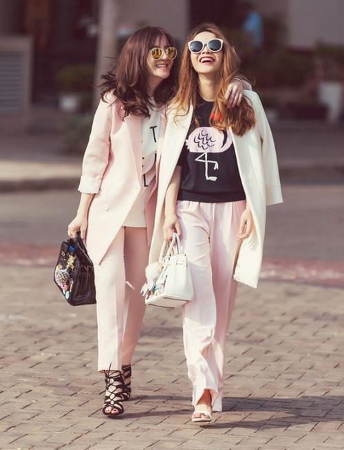 Nếu như không có được một cô em gái hay chị gái, thì đơn giản hơn, hãy diện set đồ với tông hồng pastel này cùng những cô bạn thân của mình nhé.