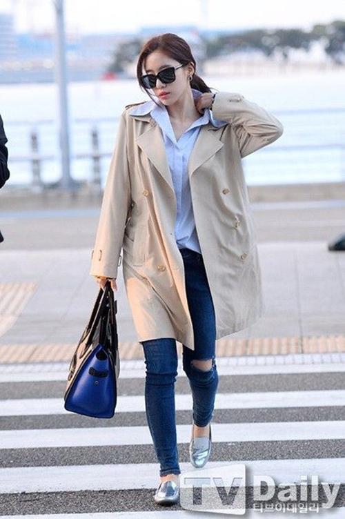 Eunjung với áo khoác dài xinh đẹp.