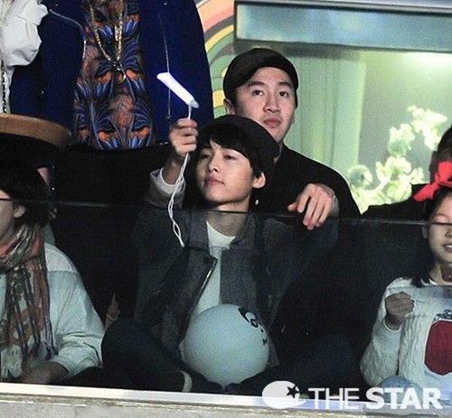 Lee Kwang Soo và Song Joong Ki thường xuyên đến các sự kiện cùng nhau.