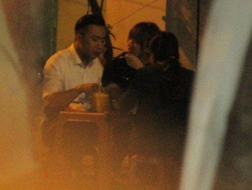 Trấn Thành và Hari Won đi hẹn hò bị chụp lén.