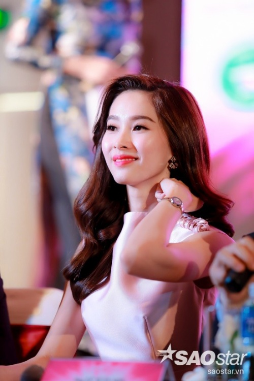 Chia sẻ về vai trò mới này, Hoa hậu Việt Nam 2012 cho biết bản thân không tránh khỏi những áp lực nhưng xin hứa sẽ cố gắng hết mình để cùng các thành viên trong ban giám khảo tìm ra người đẹp xứng đáng nhất, đúng như sự kỳ vọng của công chúng,
