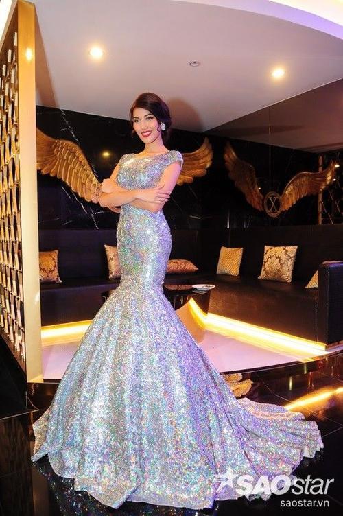 """Trên trang cá nhân, Lan Khuê gọi đây là: """"Chiếc váy huyền thoại"""". Sau cuộc thi, Lan Khuê tiếp tục tỏa sáng tại làng mẫu Việt cùng nhiều show diễn lớn và bắt đầu thử sức ở vai trò MC. Vừa qua, cô còn lọt top 50 nhan sắc đẹp nhất thế giới do Globalbeauties bầu chọn."""