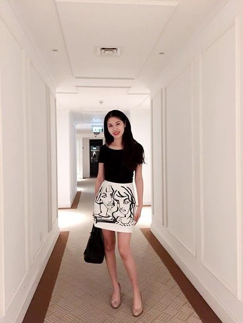 Bên cạnh đó, hot girl Hà Thành cũng thường xuyên áp dụng chế độ ăn uống khoa học và giữ tinh thần nhẹ nhàng, thoải mái.
