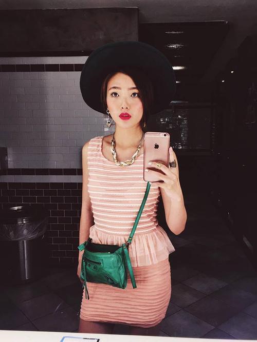 Ngoài ra Kaylee còn là fan cứng của gu ăn mặc nhiều họa tiết.